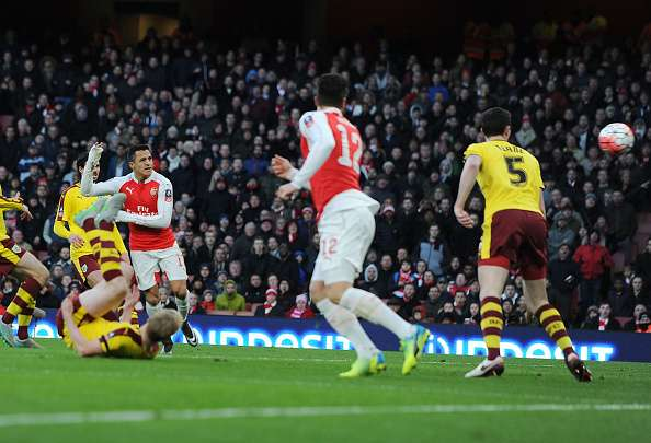 Alexis Sánchez marcó un golazo en su vuelta a la titularidad.