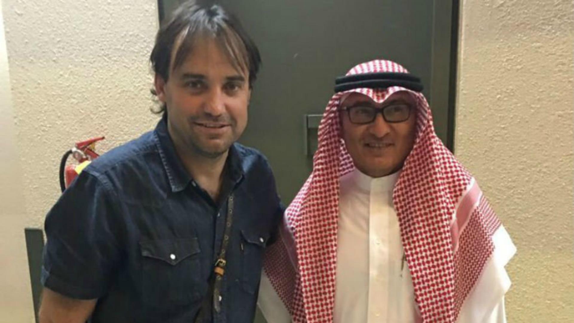José Luis Sierra, en el aeropuerto de Arabia Saudita. Dirigirá Al Ittihad