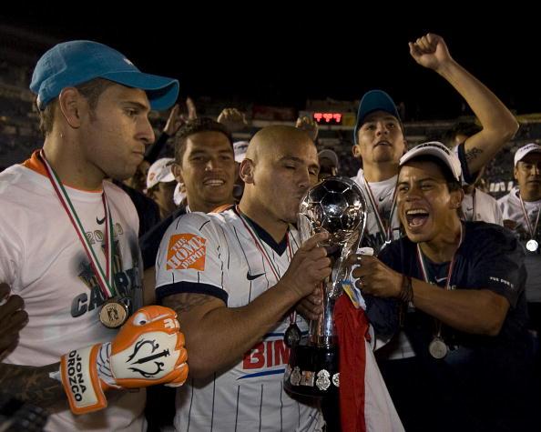 Suazo fue campeón con Monterrey en 2009.