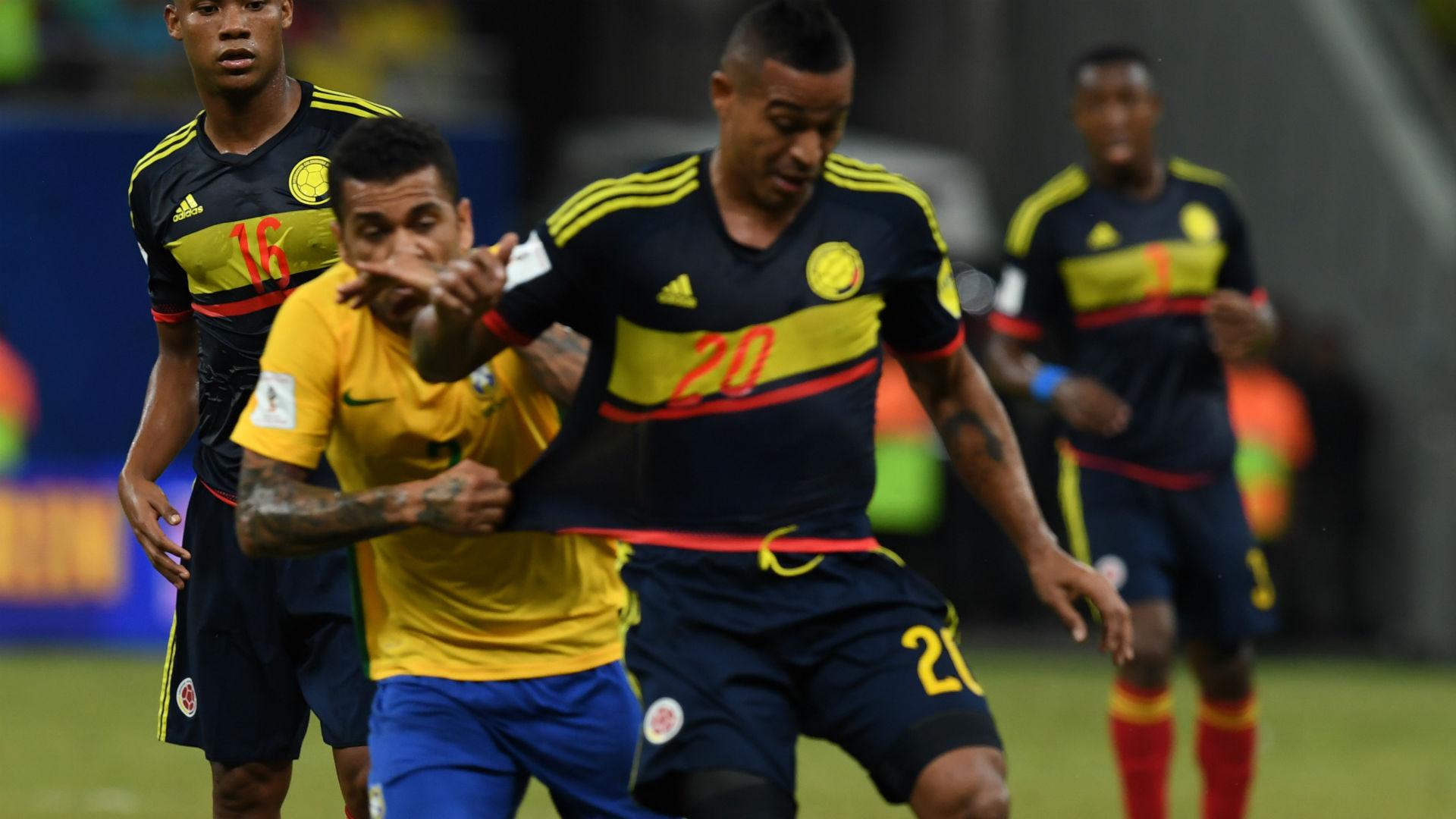 Dani Alves - Macnelly Torres Brasil vs Colombia Eliminatoria