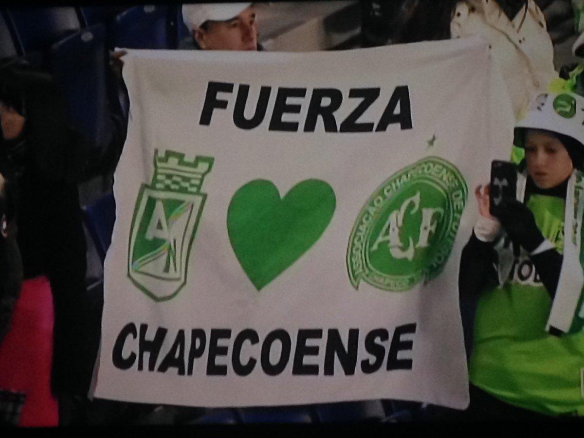 Homenaje a Chapecoense antes del juego Nacional vs Kashima (Mundial de clubes 2016)