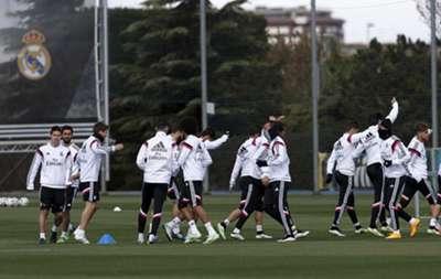 James entrenando con parte de los integrantes del Real Madrid Castilla