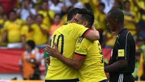 Abrazo falcao y James Colombia vs Chile Eliminatoria 10112016