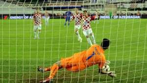gianluigi buffon mario mandzukic - croatia italy - euro 2016 qualifiers - 12062015