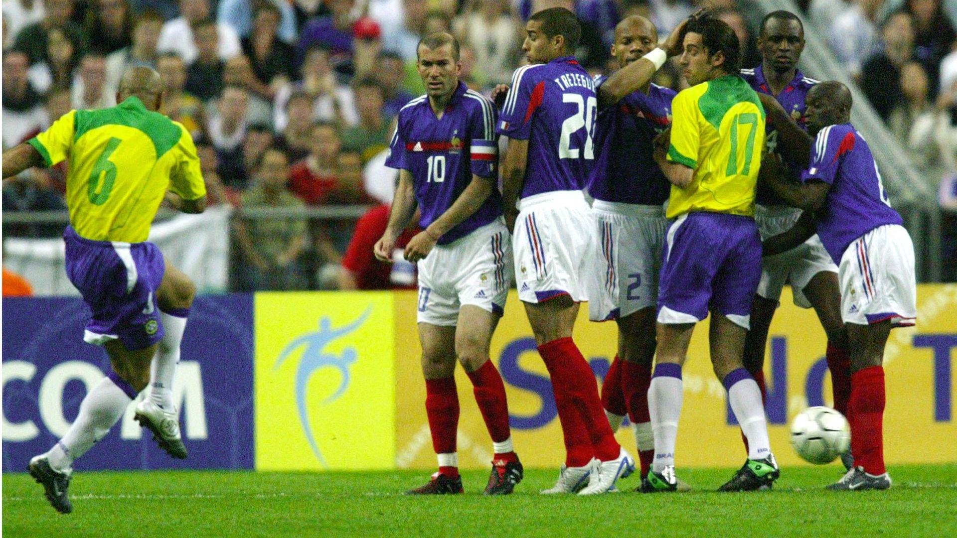 Roberto Carlos France Brazil Friendly 2004