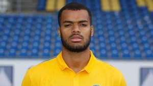 Phil Ofosu-Ayeh of Eintracht Braunschweig