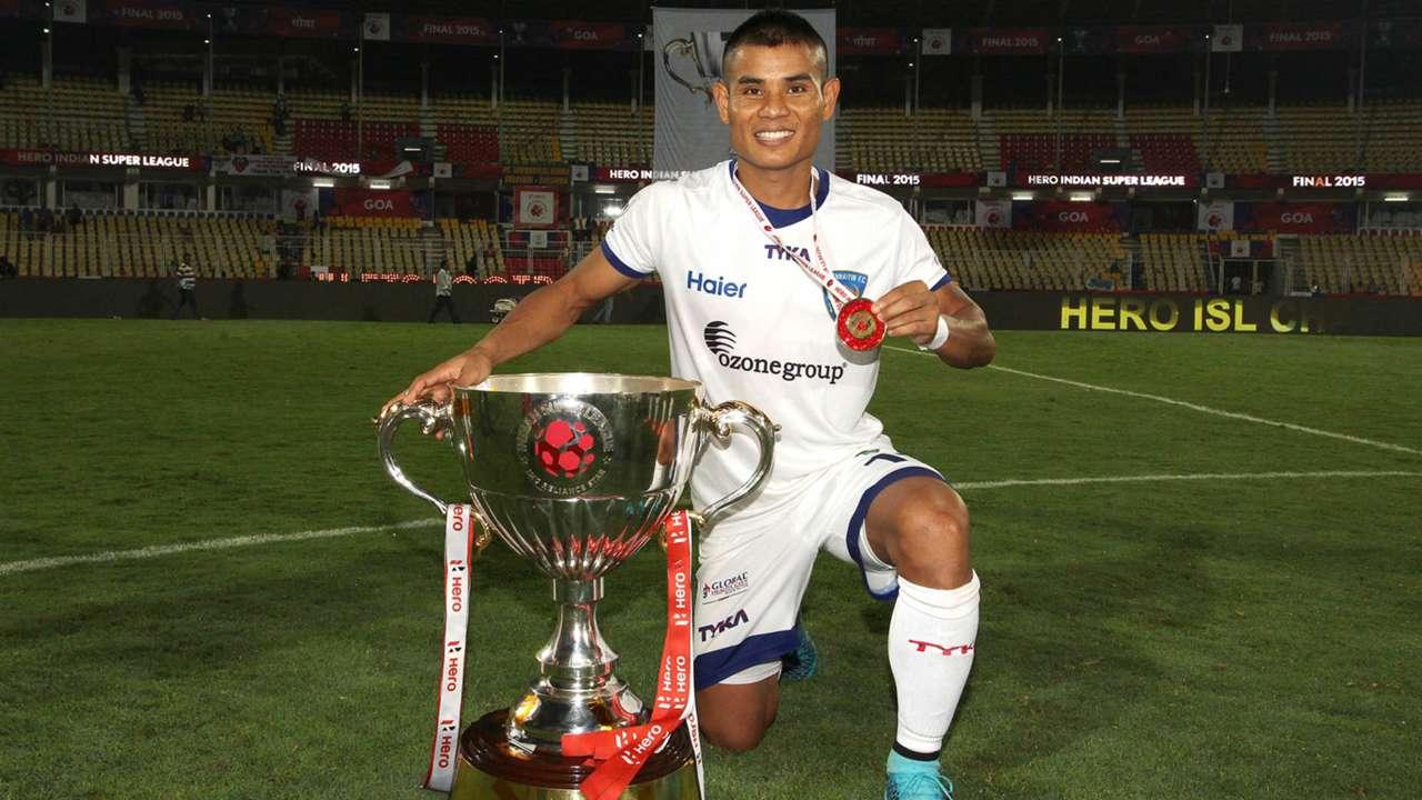 Thoi Singh Chennaiyin FC with the ISL Trophy