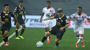 Iain Hume Delhi Dynamos FC Kerala Blasters FC ISL 4 2017/2018