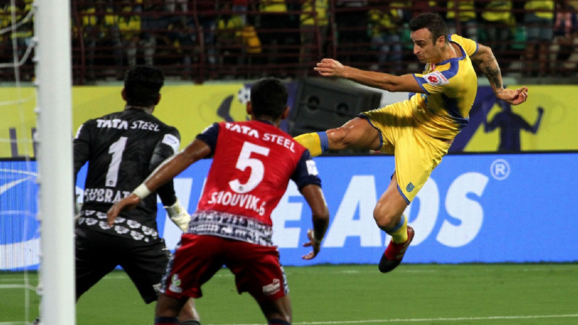 Dimitar Berbatov Kerala Blasters FC Jamshedpur FC ISL Season 4 2017/2018