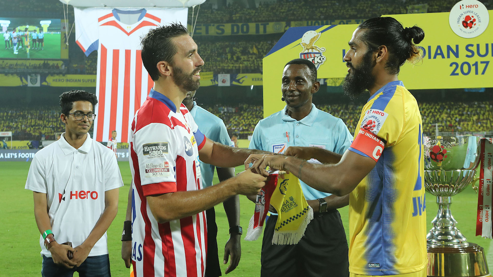 Jordi Figueras Montel Sandesh Jhingan Kerala Blasters FC ATK ISL Season 4 2017/2018