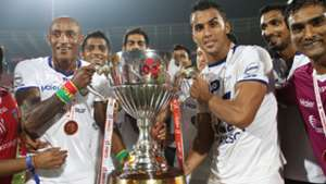 Fikru Teferra Chennaiyin FC with the ISL Trophy