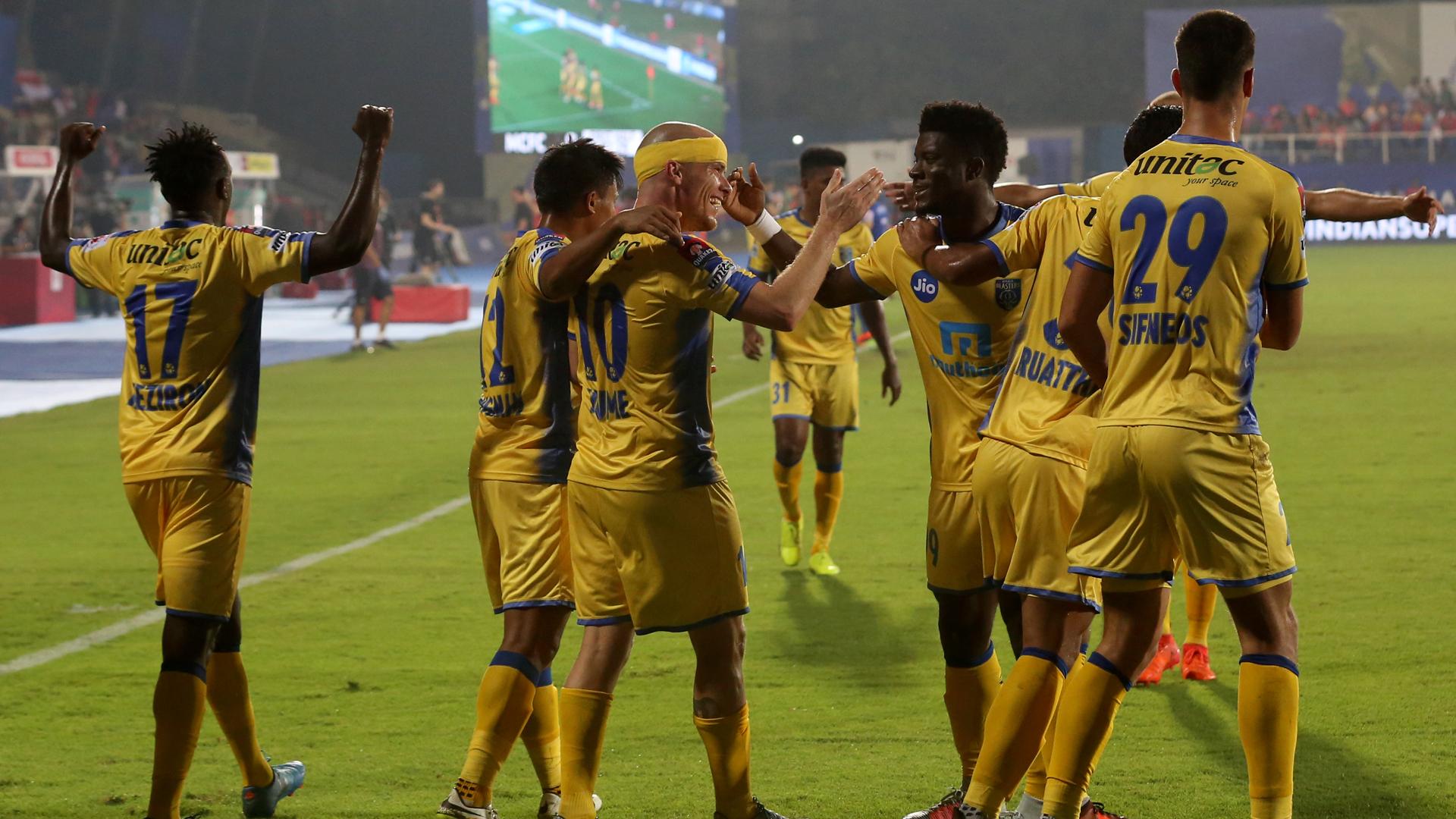 Iain Hume Mumbai City FC Kerala Blasters FC ISL 4 2017/2018