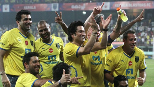 Sachin Tendulkar celebrates with Kerala Blasters FC team