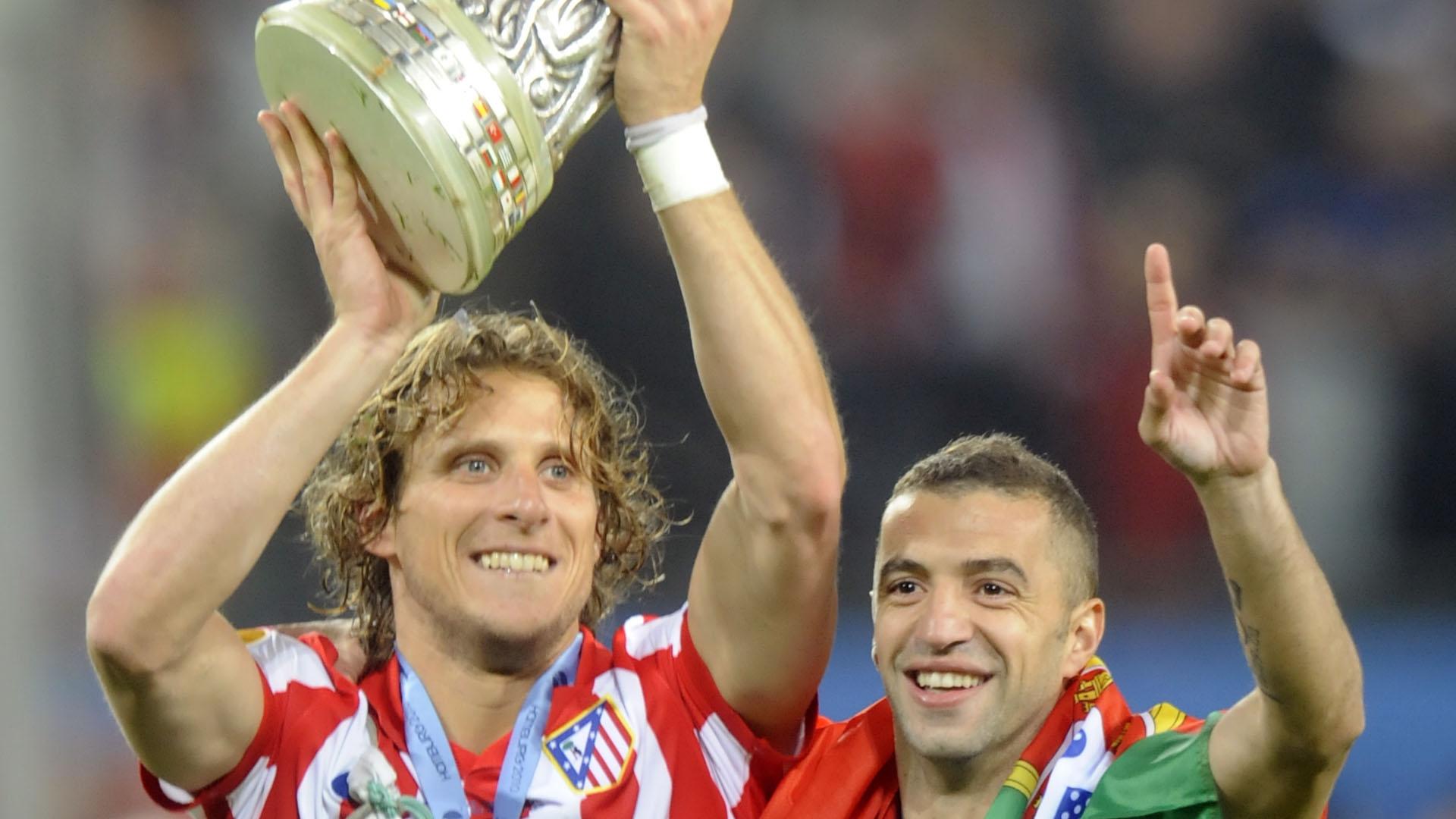 Former Man Utd star, Diego Forlan announces retirement