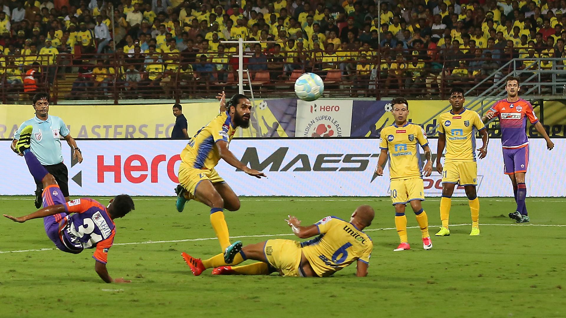 Sandesh Jhingan Kerala Blasters FC FC Pune City ISL 4 2017/2018