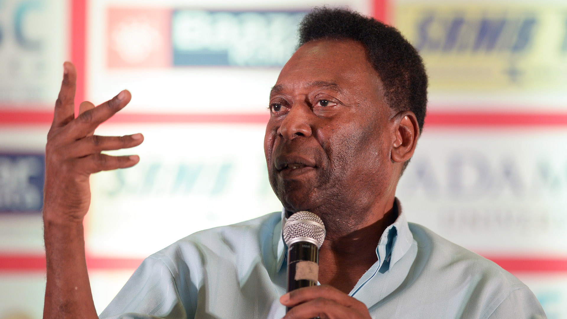 Pele attends a press conference in Kolkata