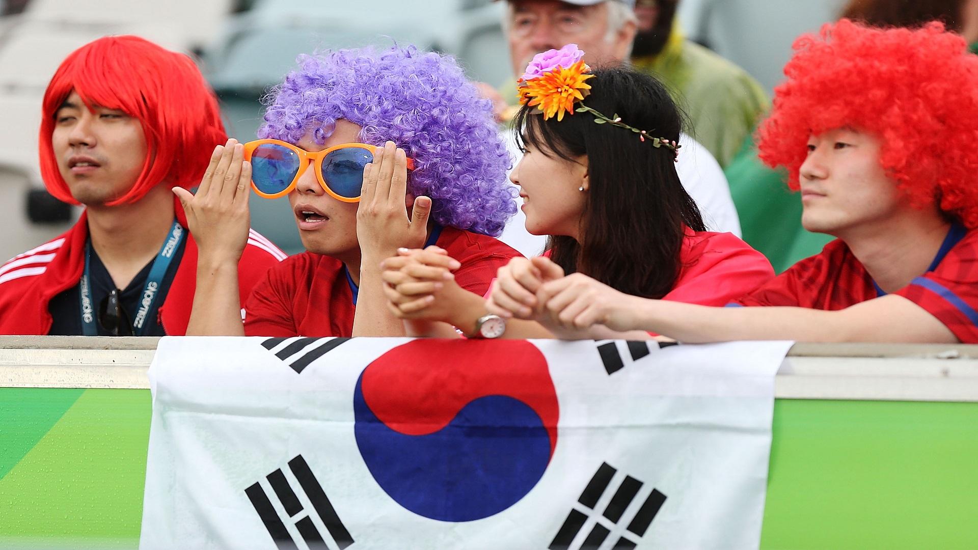 south-korea-fans-151301_16wltg9wq4lst10qpog671ene8.jpg