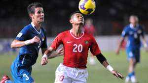 Baihakki Khaizan - Singapore & Bambang Pamungkas - Indonesia - AFF Suzuki Cup 2008