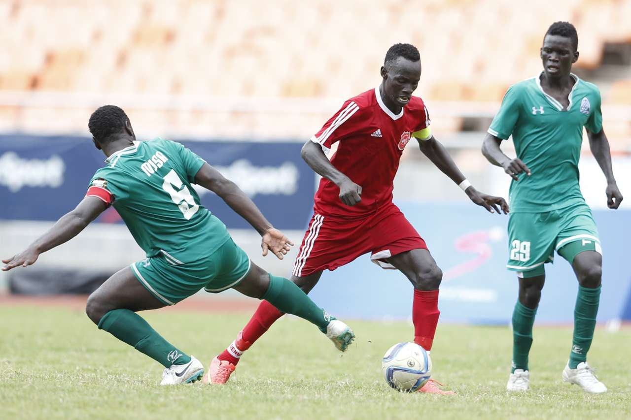 Musa Mohamed (L) and Innocent Wafula (R) of Gor Mahia FC challenges Ibrahim Amin Elmani of Al Khartoum NSC