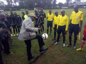 Chief Guest shows Shabana and Kericho Zoo how it is done before kick-off