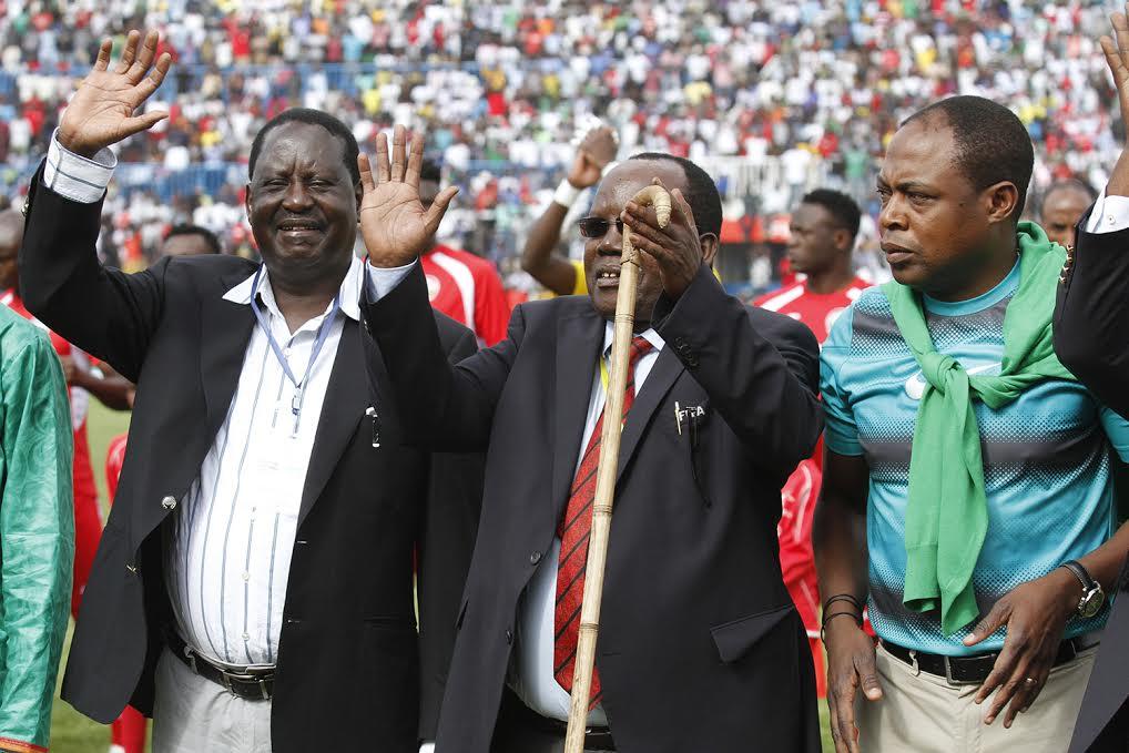 Cord leader Raila Odinga, FKF President Sam Nyamweya and Zambia FA boss Kalusha Bwalya before kick-off