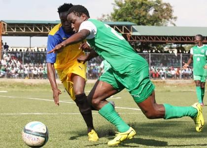 Gor Mahia defender Erick Ouma v a Sofapaka player