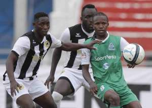 Gor Mahia midfielder Francis Kahata v Robert Omunuk and Eugine Asike of Tusker