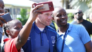 Fans take selfies with Wayne Rooney