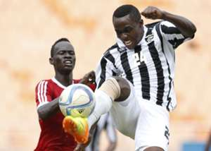 Ibrahim Amin (L) of Al Khartoum FC challenges Michel Ndahinduka of APR FC