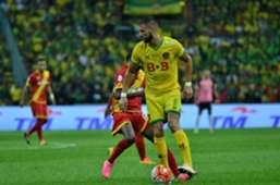 Kedah's Liridon Krasniqi shielding the ball from a Selangor player during the Malaysia Cup final 30/10/16