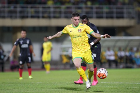 Kedah's Thiago Augusto Fernandes against Sarawak in Malaysia Cup 2016
