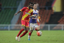 Selangor's R. Gopinathan (left) in action against Kelantan 20/7/2016