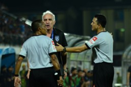 Johor Darul Ta'zim head coach Mario Gomez argues with the match officials 3/8/2016