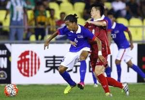 Malaysia U21's Khairil Anuar Zamri (no 6) (2016