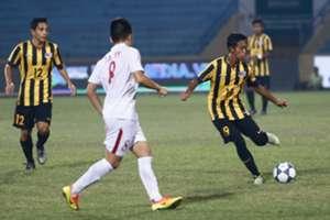Malaysia U19's Syahmi Safari (19) dribbles the ball 19/9/2016