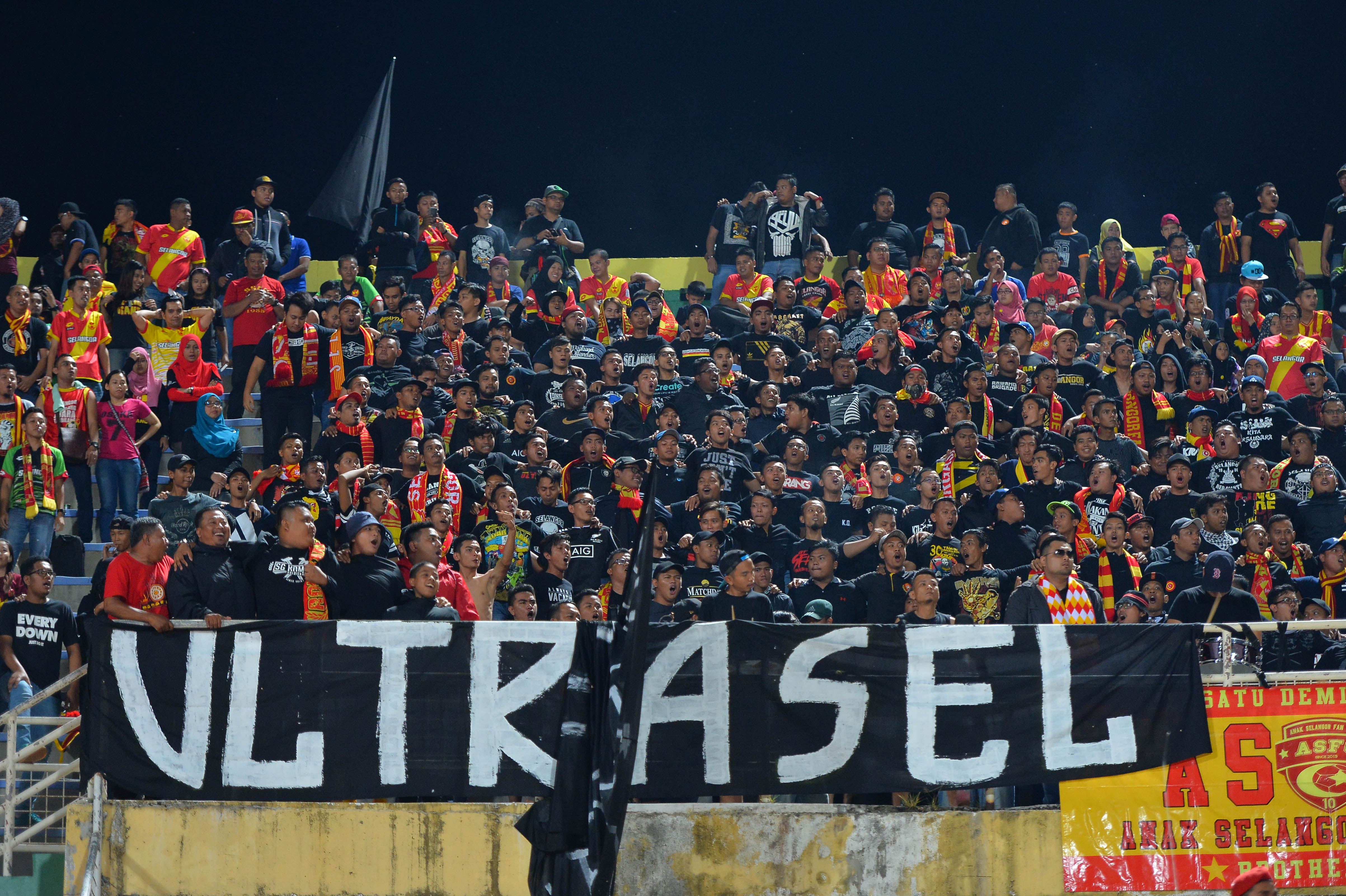 Selangor fans ultraSel protesting by wearing black during their match against Kedah 6/8/2016