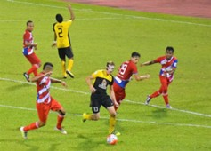 Negeri Sembilan's Alex Smith playing against Kuala Lumpur 9/9/2016