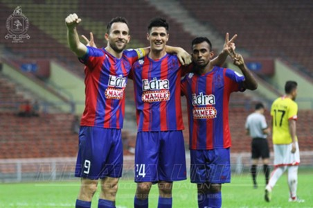 Melaka United's (l-r) Ilija Spasojević, Yashir Pinto and R. Surendran against Selangor 2016
