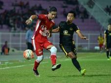 Kelantan's Brendan Gan (left) against Terengganu 2016