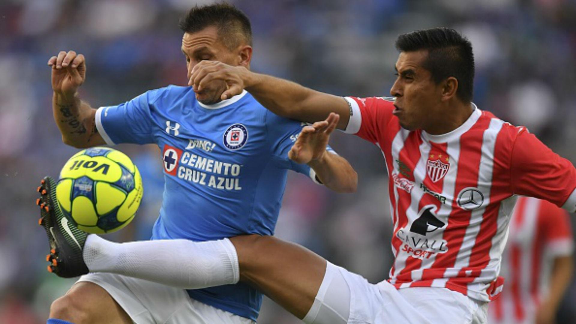 Jesús Isijara Cruz Azul Necaxa J1 C2017 Liga MX