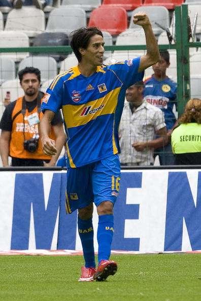 2008 Lucas Lobos.jpg