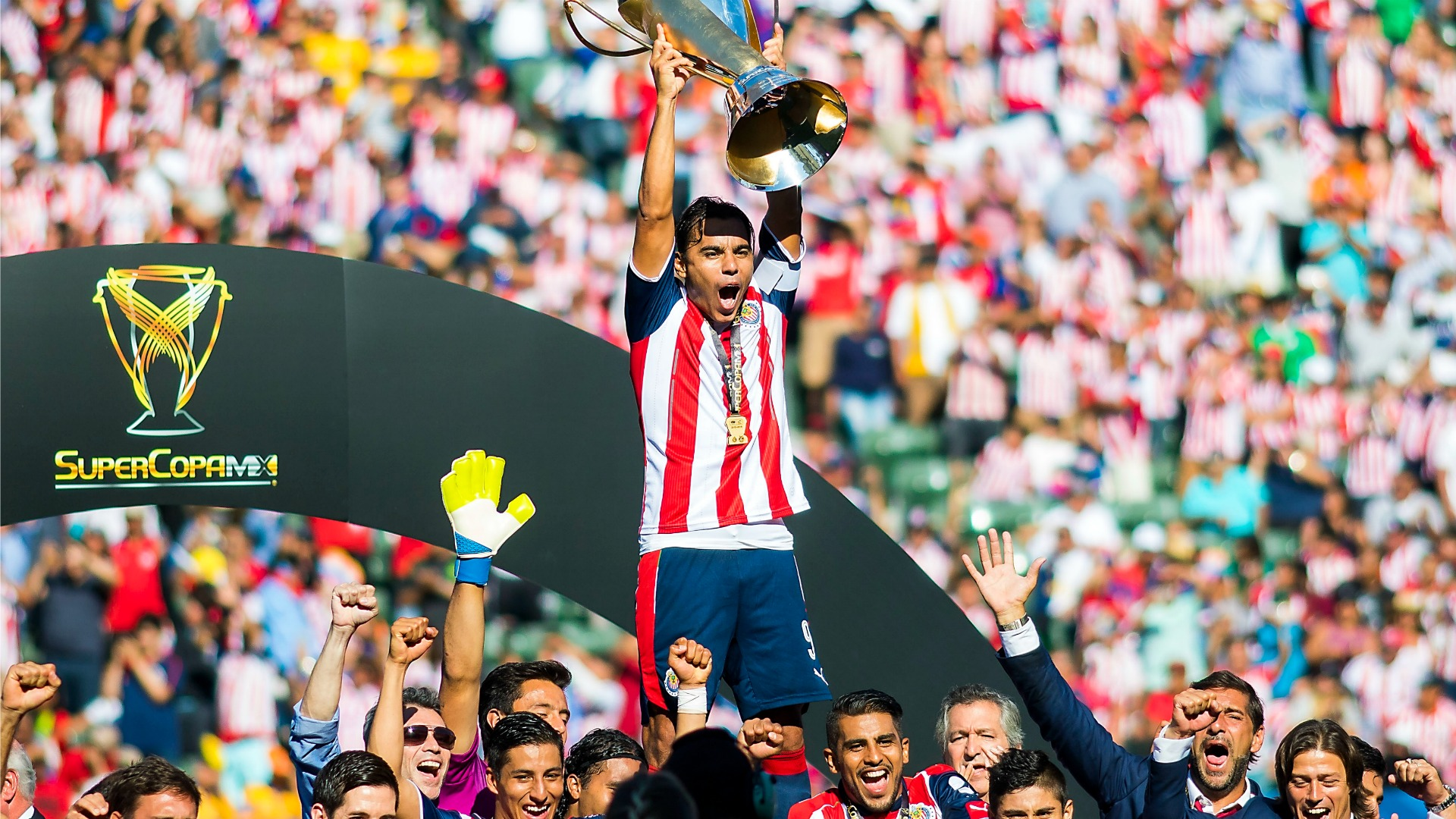 Omar Bravo Chivas 120716