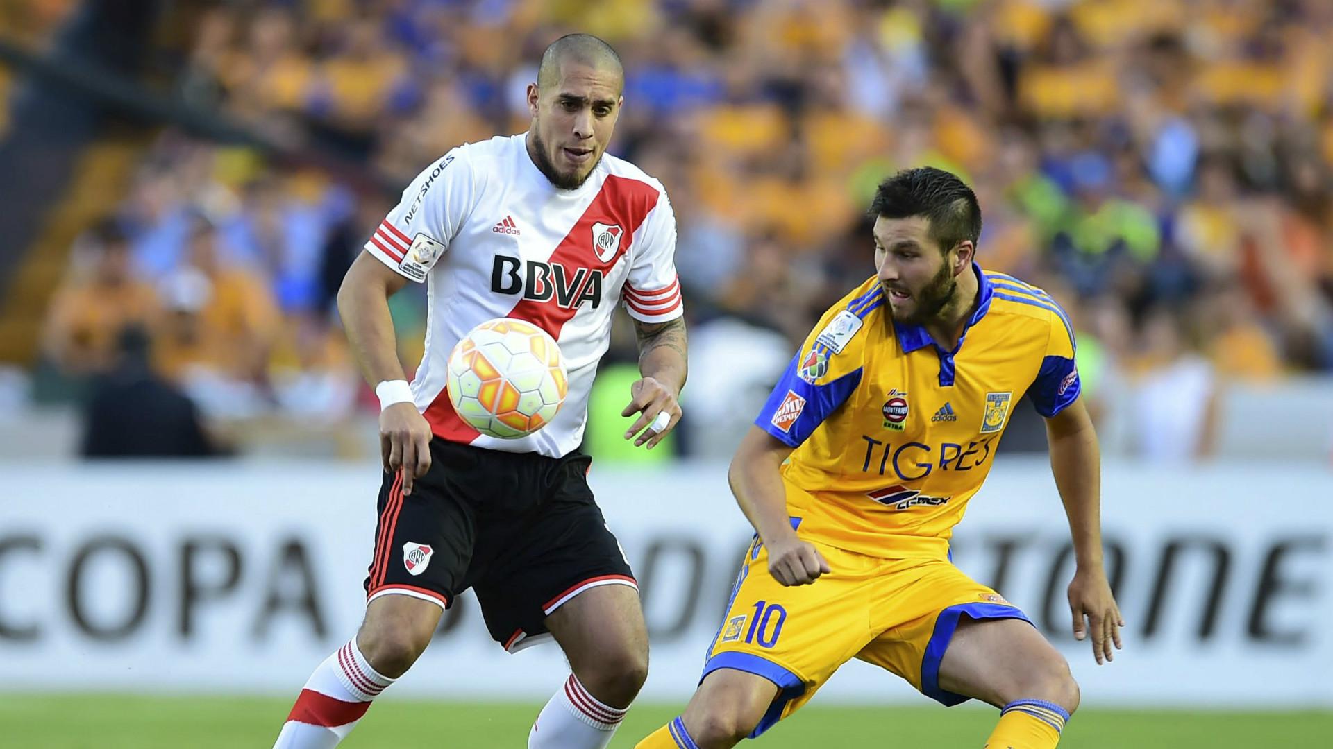 Andre-Pierre Gignac and Jonathan Maidana - Tigres vs River 07292015 Copa Libertadores