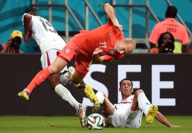"""Robben nega simulação de faltas: """"Estou cansado desta bobagem"""""""