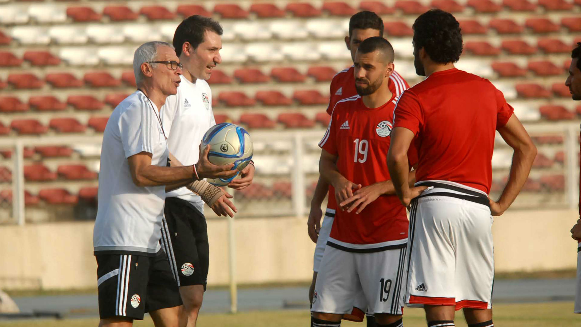 Hector Cuper and Egypt players