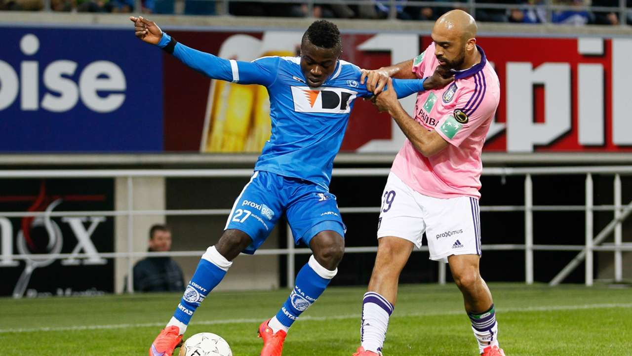 Moses Simon of Gent and Anthony vanden Borre of Anderlecht