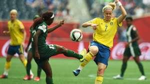 Lisa Dahlkvist of Sweden challenges Osinachi Ohale of Nigeria