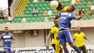 Fortune Omoniwari,Akwa United in blue v Wikki Tourist.jpg