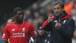 Sheyi Ojo and Jurgen Klopp of Liverpool