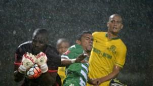 Denis Onyango Frasman and Wayne Arendse - Sundowns v Bloem Celtic